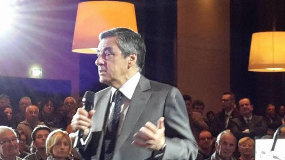 François Fillon à Palaiseau : Le Maire G. de Lasteyrie confirme son soutien au candidat de la droite dure.